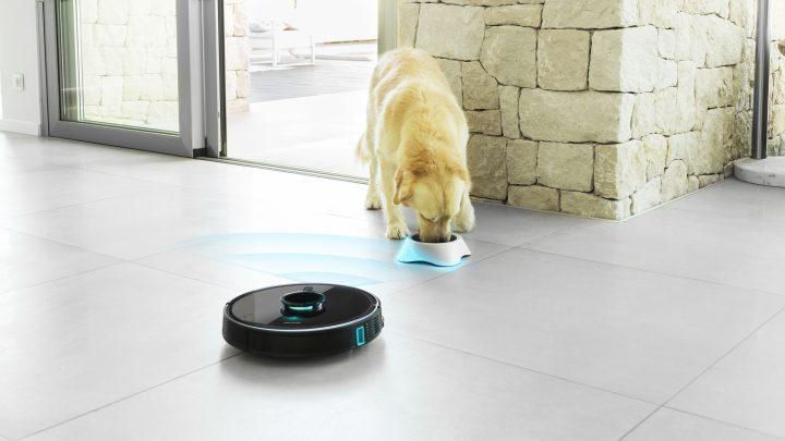 El Conga 7090 IA detecta los objetos y a las mascotas con su sistema Pet Protect para que no molestarlos ni chocarse con ellos. También identifica sus cacas, las evita y te avisa para que las retires