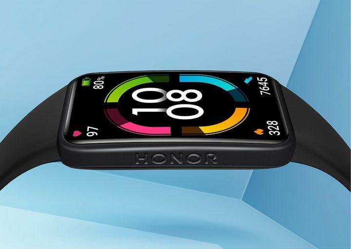 Aunque parezca un reloj inteligente, la Honor Band 6 mantiene un peso muy contenido